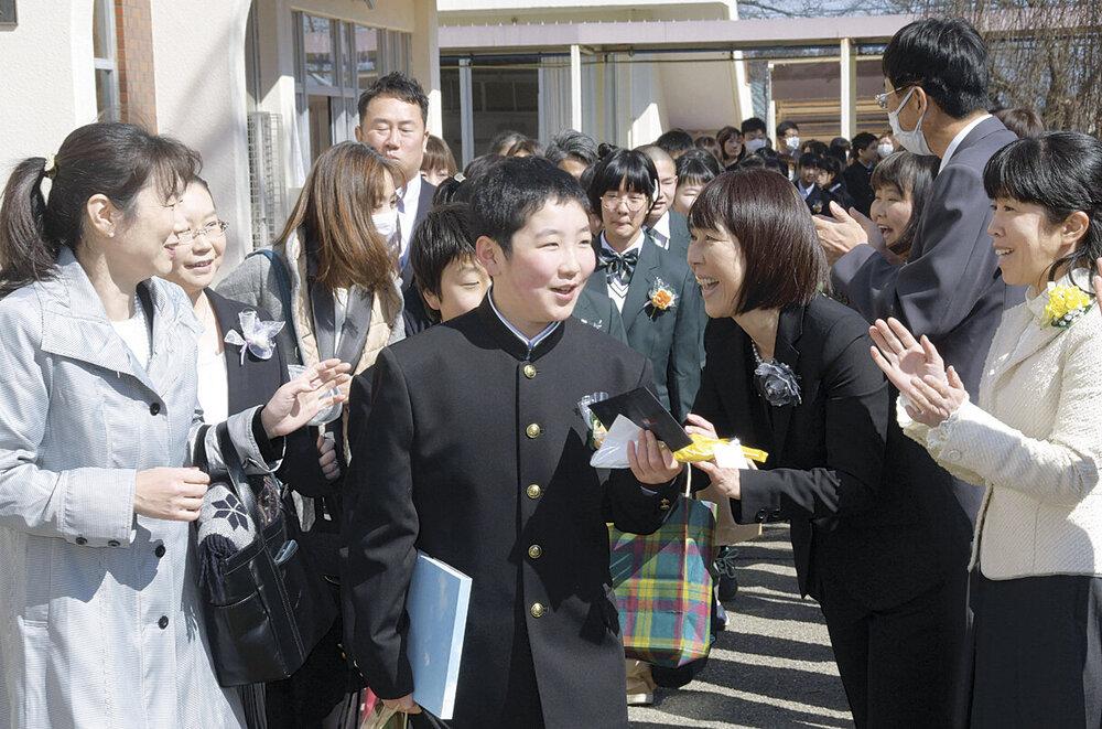 卒業 式 小学校