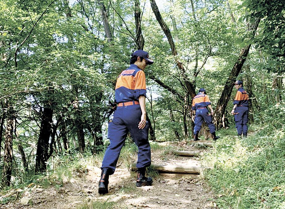 懸命の捜索90代男性保護 松本市消防団が岡田の山林で | 地域の話題 ...